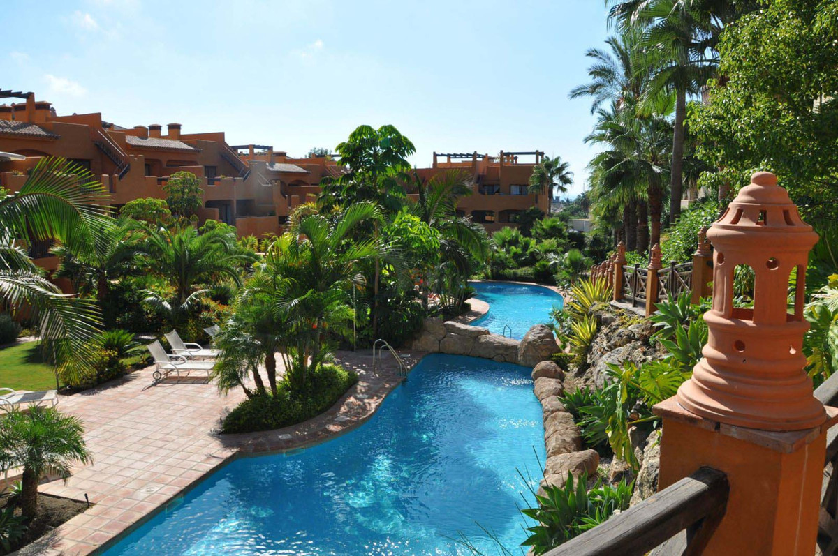 An amazing, bright 2 bedroom apartment, located in Bel Air, in Estepona, in a prestigious and elegan,Spain