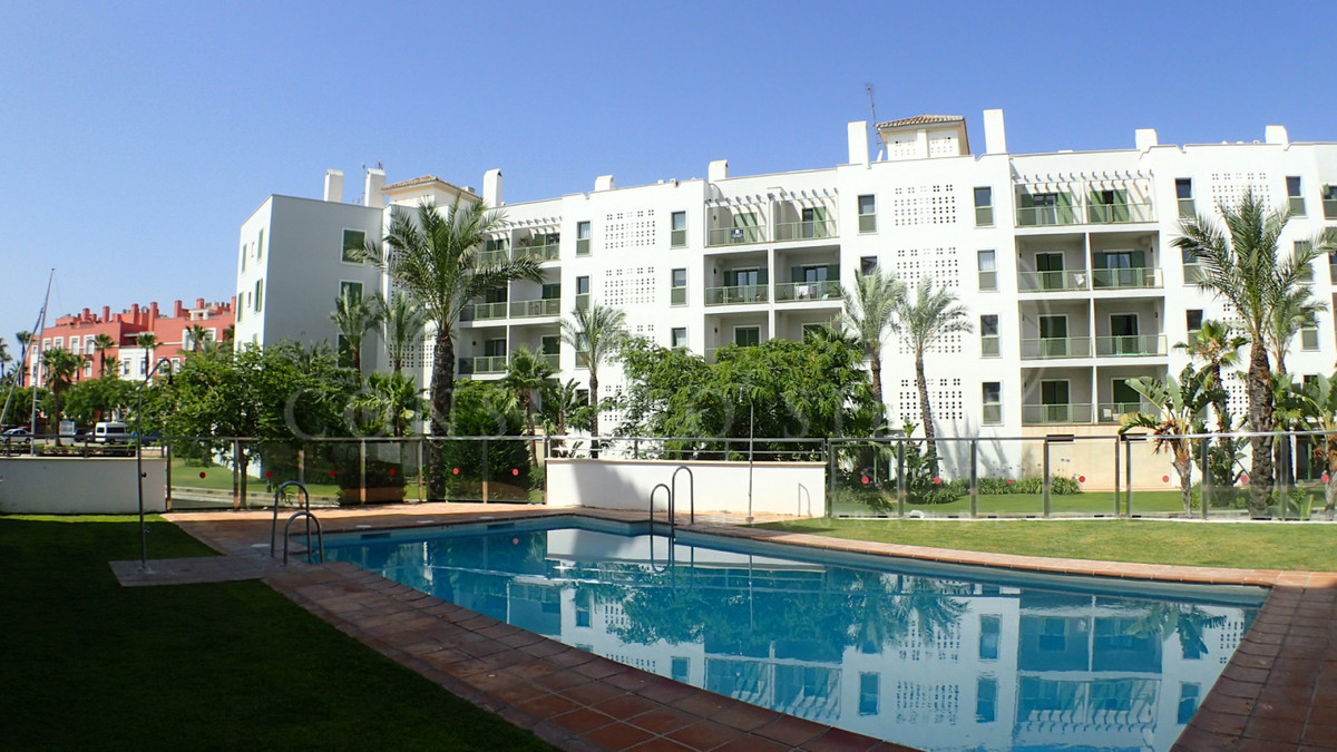 An amazing, bright 2 bedroom apartment, located in luxury complex in Sotogrande in a prestigious and Spain