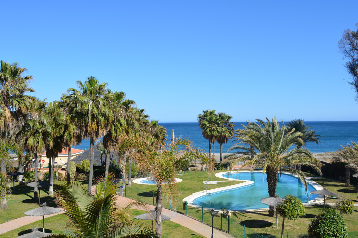 Located in the beachfront complex of Don Juan, this studio apartment is located just a fifteen minut, Spain
