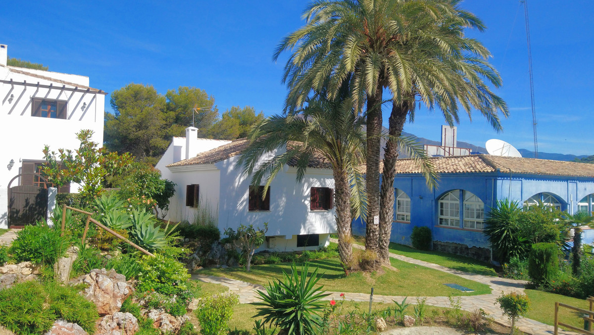 Charming Villa in a beachfront paradise, Estepona  Located in an undiscovered urbanisation just a sh,Spain
