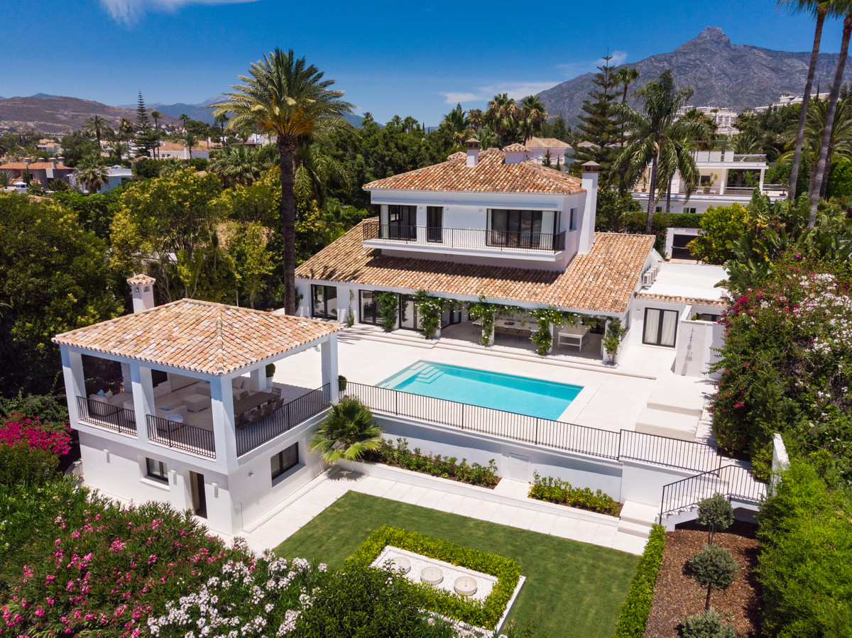 Elevated renovated villa on one of the prestigious golf courses in Nueva Andalucia. Beautifully desi,Spain
