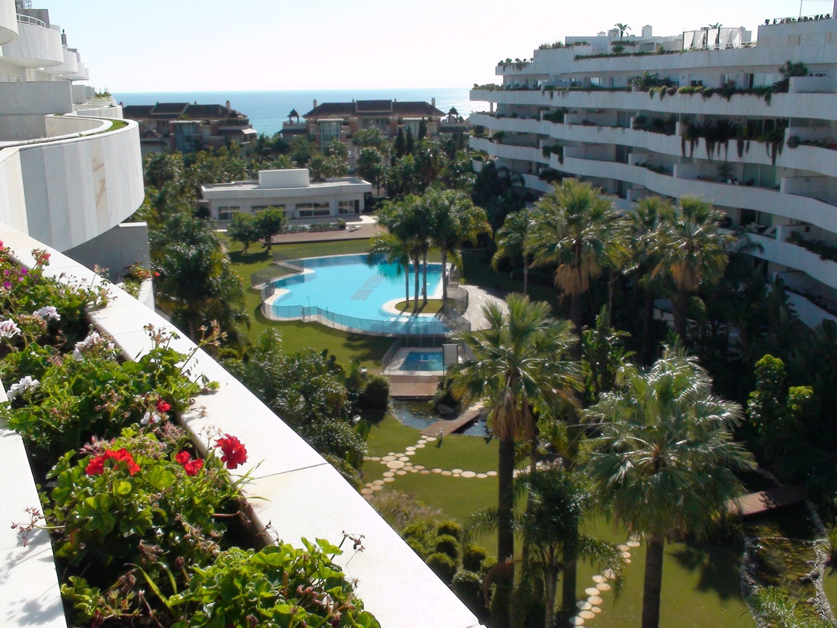 Spectacular penthouse on the beachside near puerto banus with lovely views of the sea and La Concha ,Spain