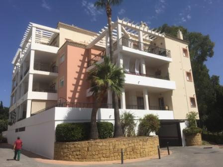 This lovely spacious apartment is situated in the well-maintained and very popular urbanization of M, Spain