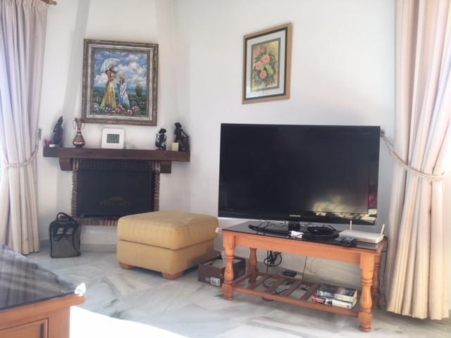 Apartamento Planta Media en Venta en Calahonda – R3302629