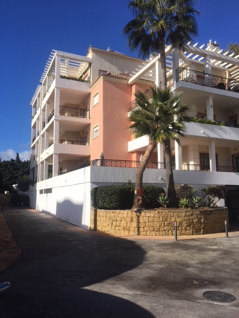 This lovely spacious apartment is situated in the well-maintained and very popular urbanization of M,Spain