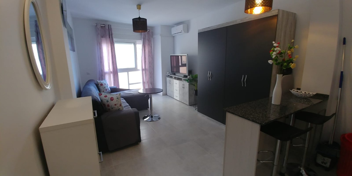 Studio in very good condition next to the Corte Ingles de las Lagunas, the building is not old and i,Spain