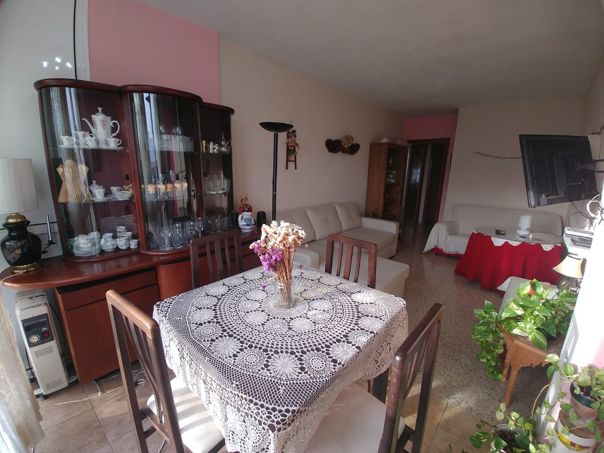 Middle Floor Apartment for sale in Fuengirola R3749377