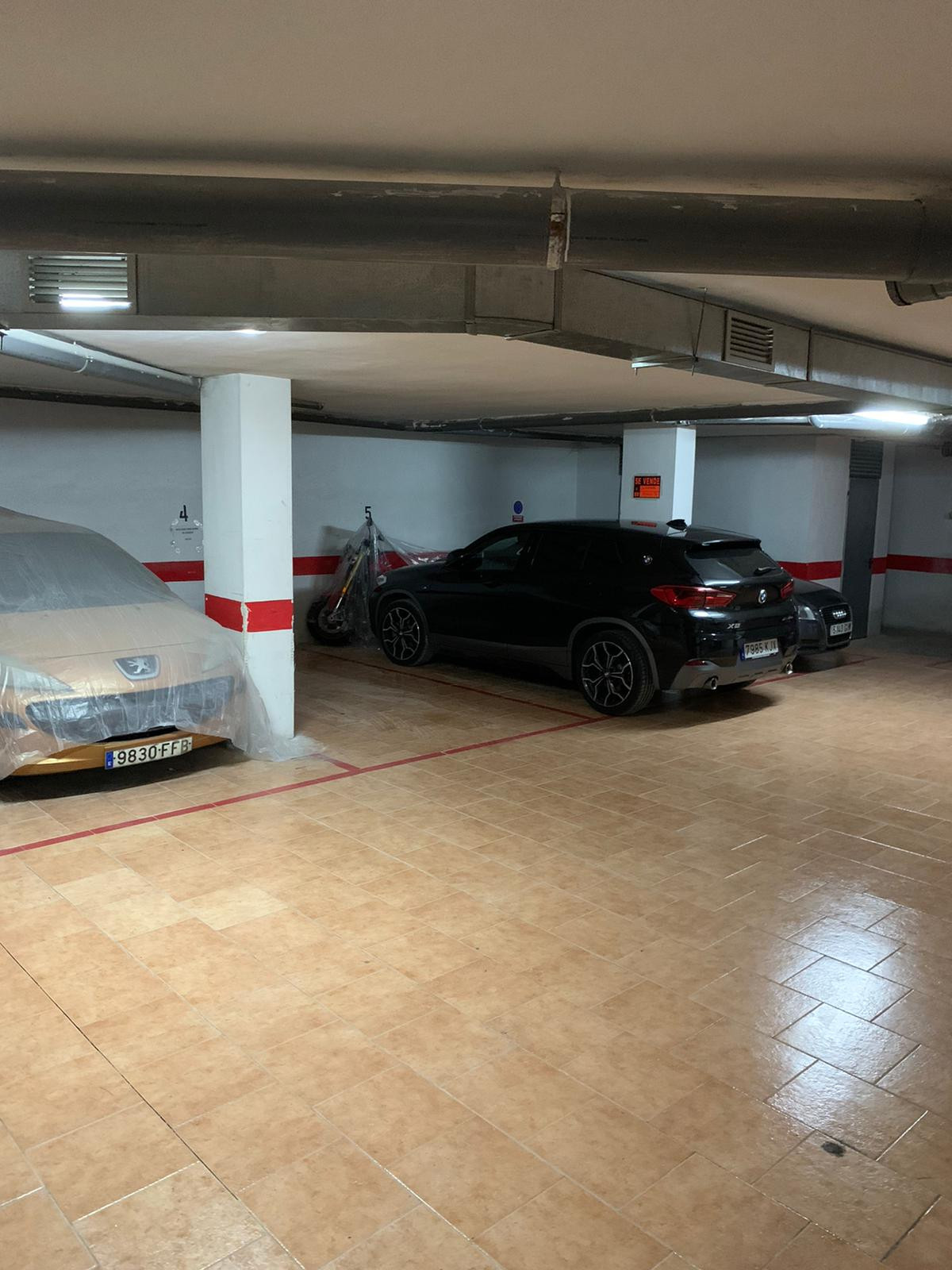 Garage in the heart of Fuengirola, next to Fuengirola Town Hall and the National Police Station. Che, Spain