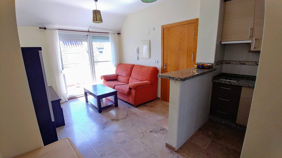 Fantastic penthouse in the center of Fuengirola, very close to the beach and all amenities. Being in, Spain