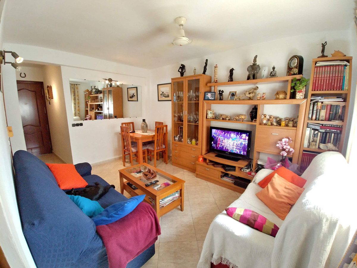 Apartment in the center of Fuengirola near the beach. On the fourth floor without elevator, with 3 b,Spain
