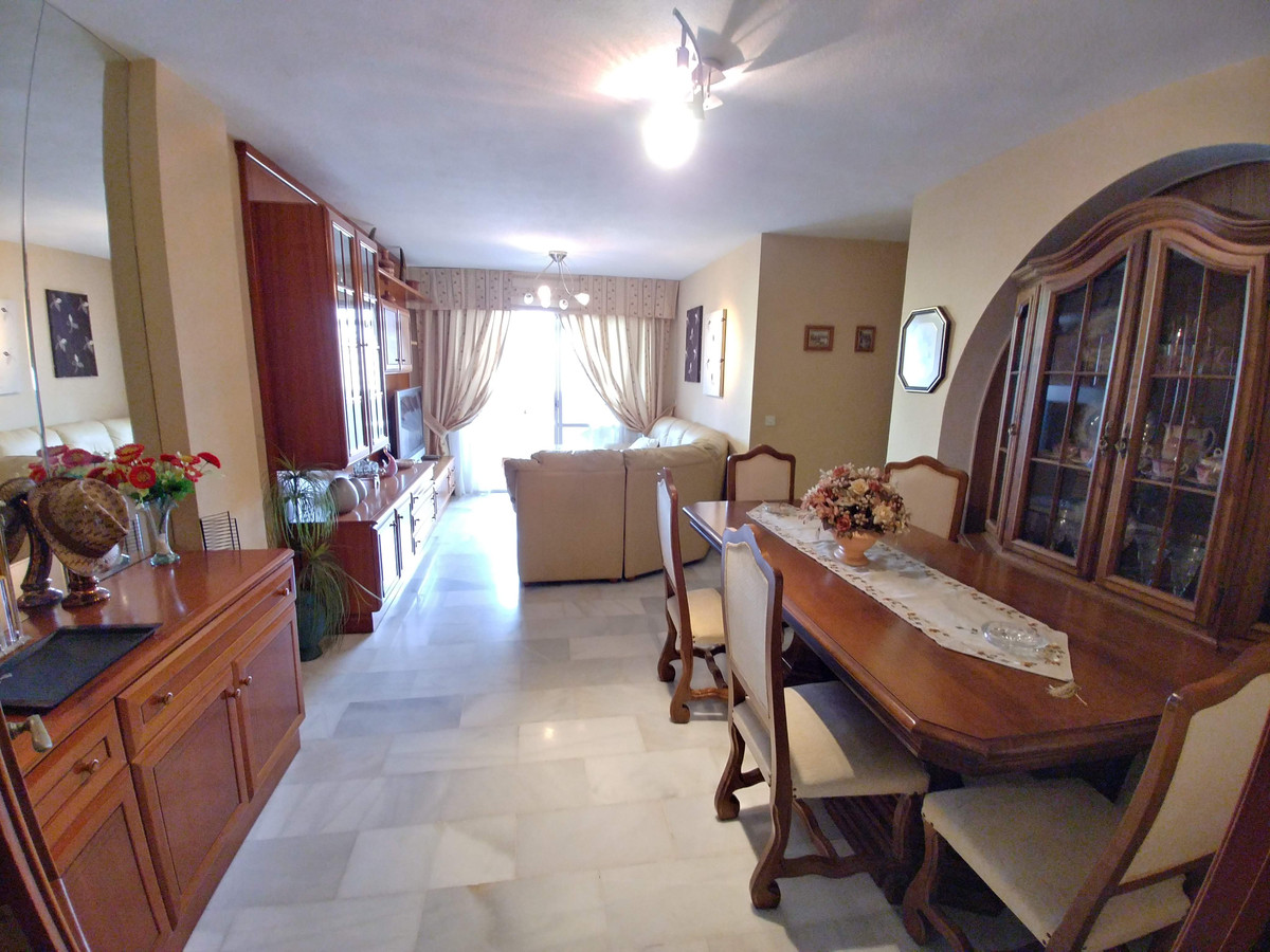 Beautiful apartment to move into. It consists of 4 bedrooms, 2 bathrooms, closed terrace that can be, Spain
