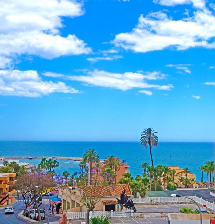 Beautiful 3 bedroom apartment with terrace and beautiful sea views. The urbanization is beside of th,Spain