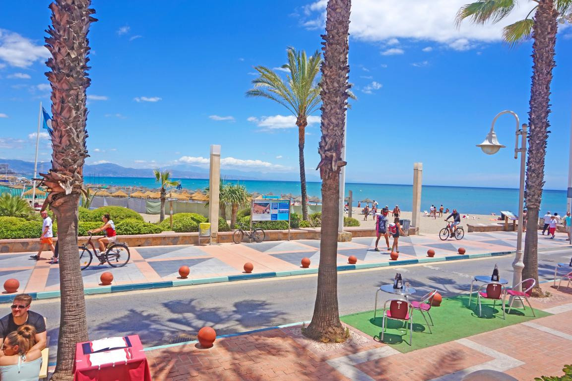 Fantastic apartment in front of the beach in the Puerto Deportivo de Benalmadena. The property has 6, Spain