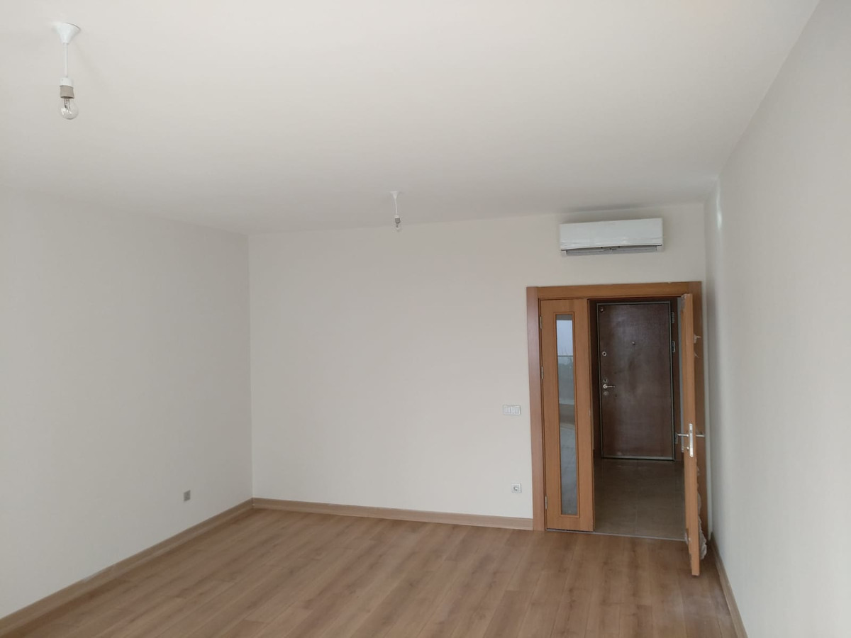 Middle Floor Apartment
