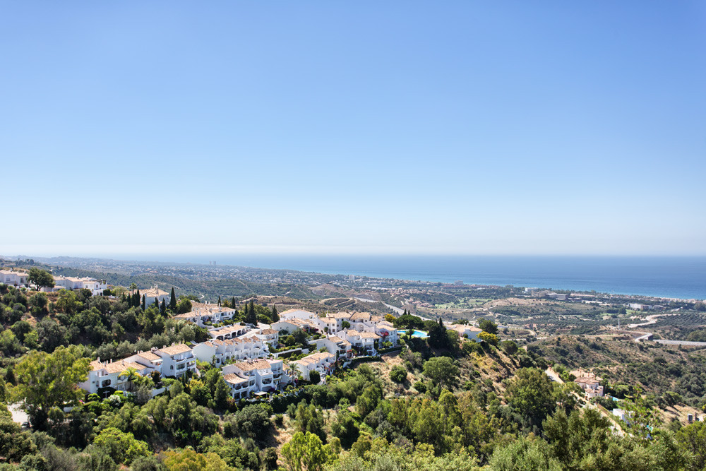 Contemporary style quality duplex penthouse, quiet and private with panoramic views to the Coast and,Spain