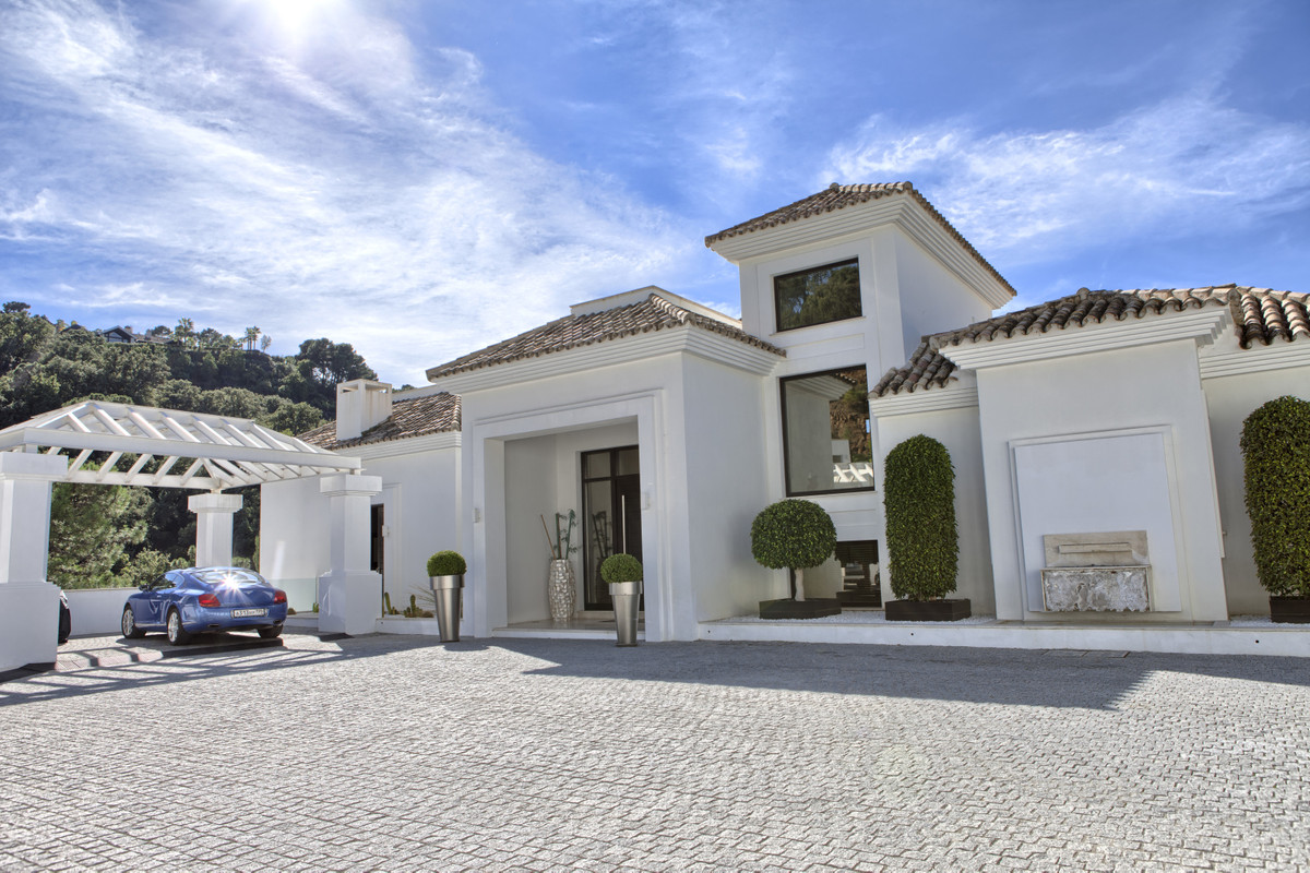 5 Bedroom Villa For Sale - La Zagaleta, Benahavis