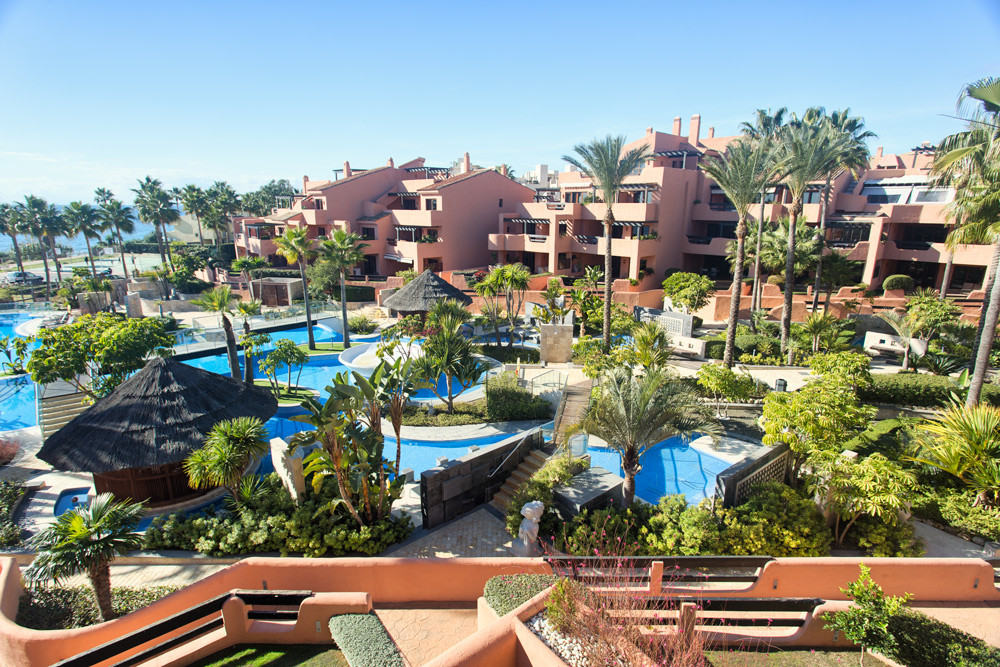 Frontline beach, New Golden Mile Estepona.   Top quality 3 bedroom/2 bathroom penthouse.  South to s,Spain