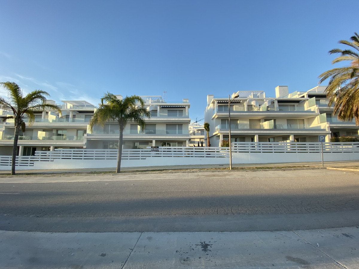 Brand new penthouse, never lived in, in Urb. Le Mirage. South facing, seaviews andclose to all amen,Spain