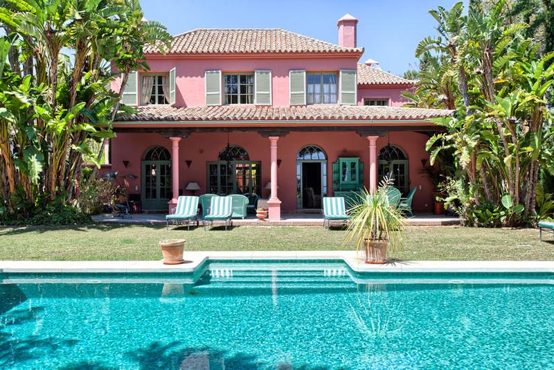 Detached Villa Hacienda Las Chapas