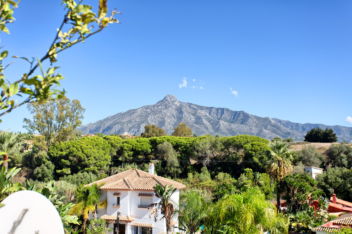 Nicely presented duplex penthouse walking distance to Puerto Banus. South to east facing, private an, Spain