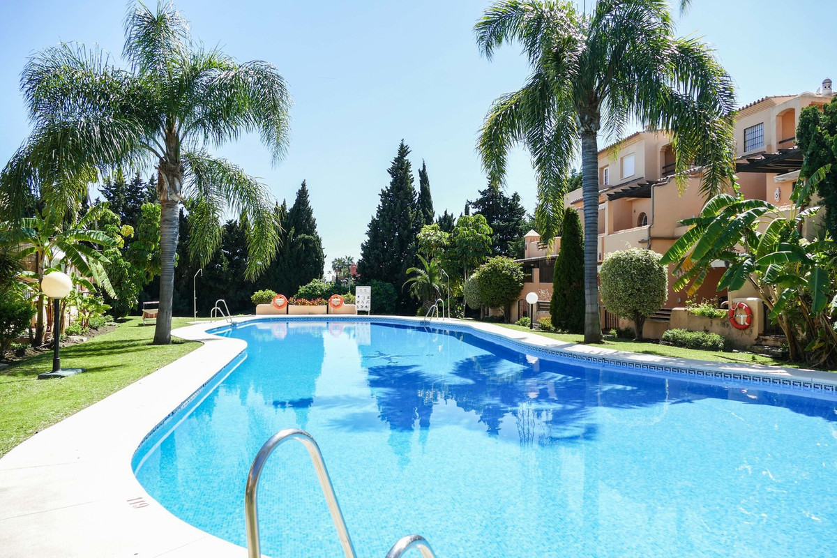 Beautiful townhouse located in a prestigious area of Nagueles.   This well presented family home has, Spain