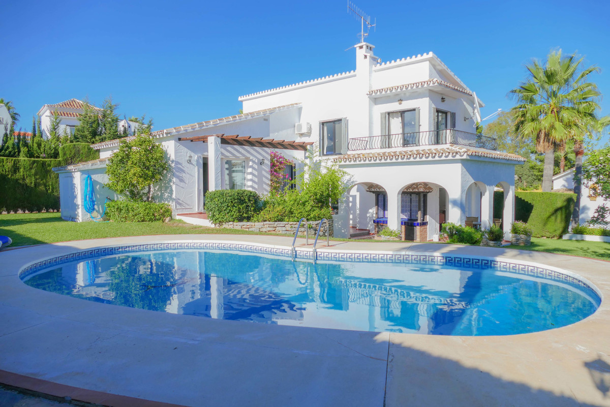 ****LOCATION LOCATION LOCATION****. The best positioned villa on Calahonda. Situated on a large elev,Spain