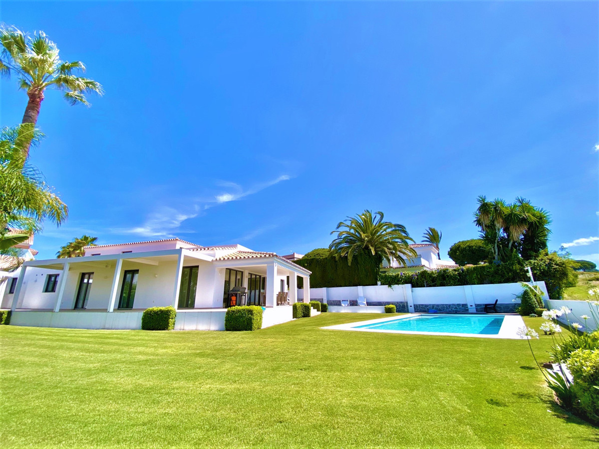 Spacious Scandinavian style villa, with a Spanish twist - Only 250 meters from the sandy beaches of ,Spain