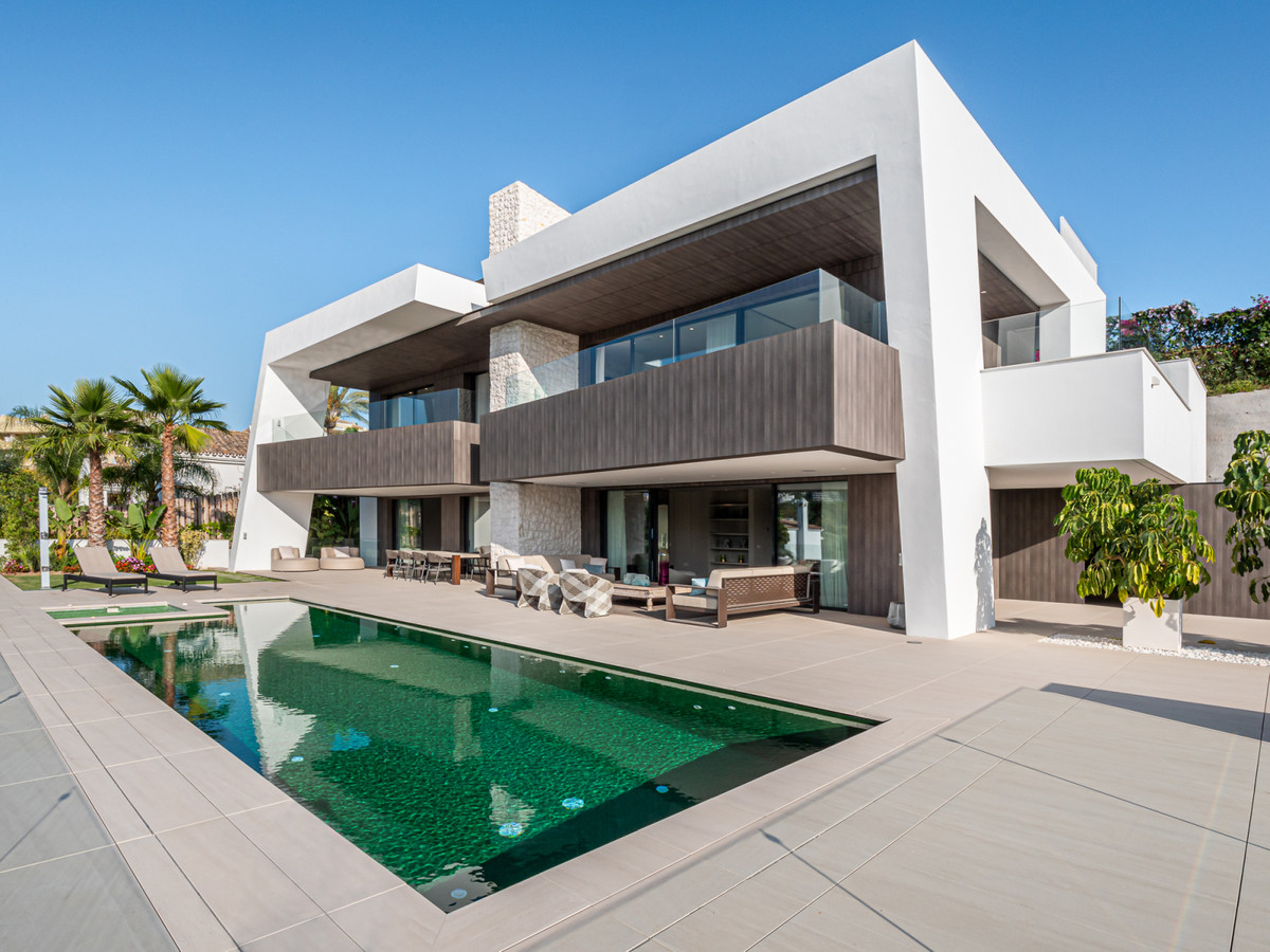 Marbella Banus Villa – Chalet en Venta en Nueva Andalucía – R2492042