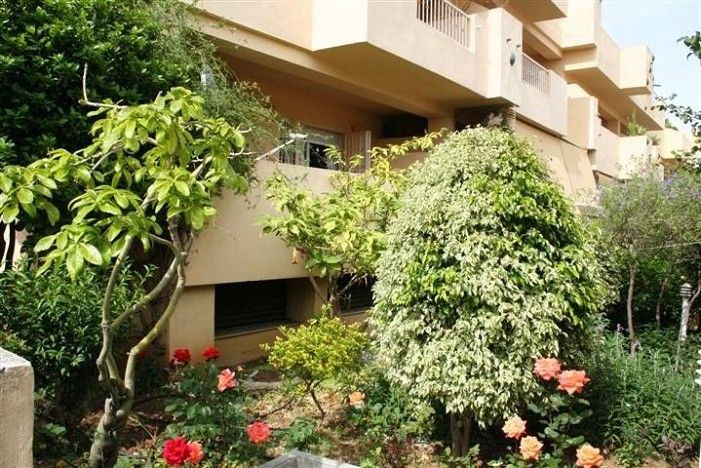 DISCOUNT PRICE ON THE GOLDEN MILE *** Excellent garden apartment in front of the Puento Romano Hotel,Spain