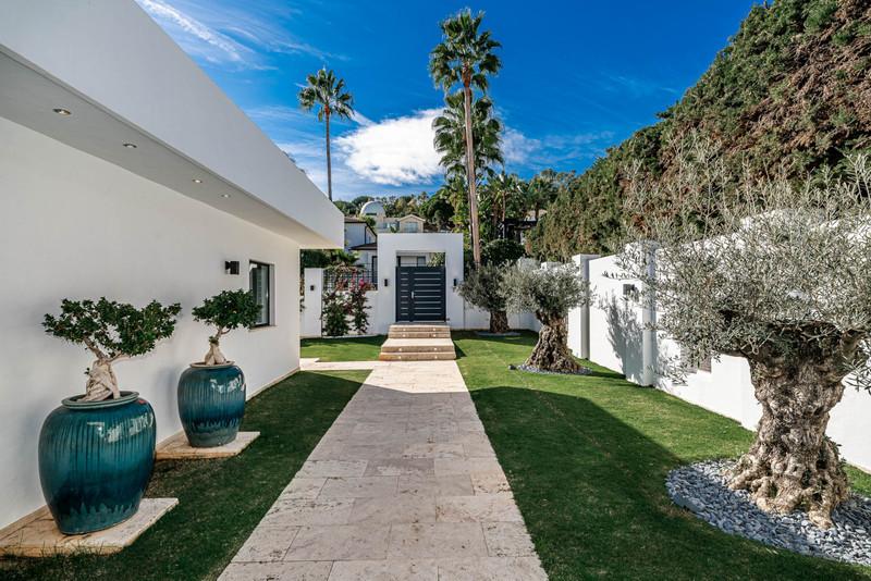 Villa – Chalet, Nueva Andalucía – R2070791