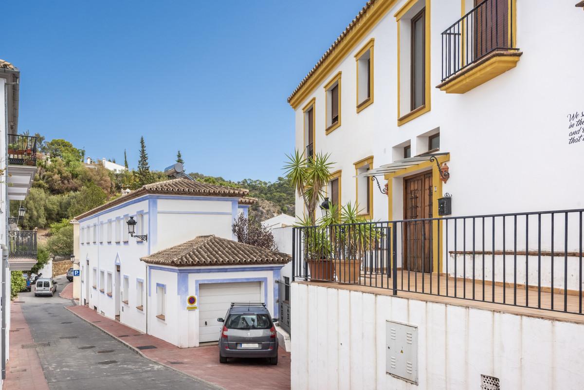 Marbella Banus Apartment for Sale in Benahavís – R3739870