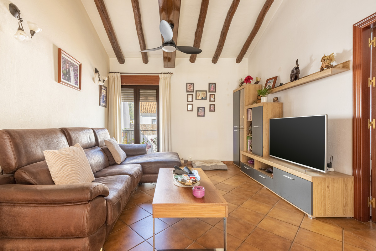 Traditional style 2 bedrooms property.  Right in the centre of Benahavis village, you can find this ,Spain