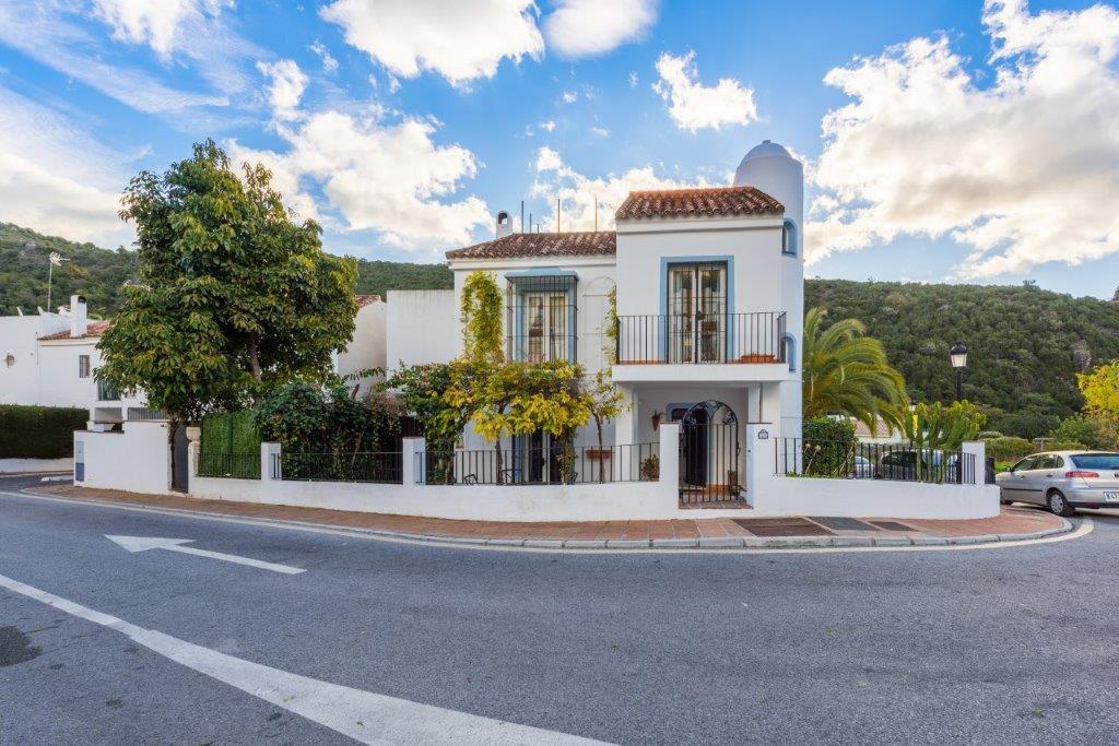 Marbella Banus Adosada en Venta en Benahavís – R3110578