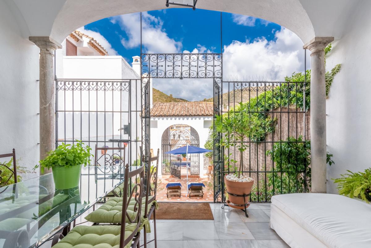 Marbella Banus Adosada en Venta en Benahavís – R3510634