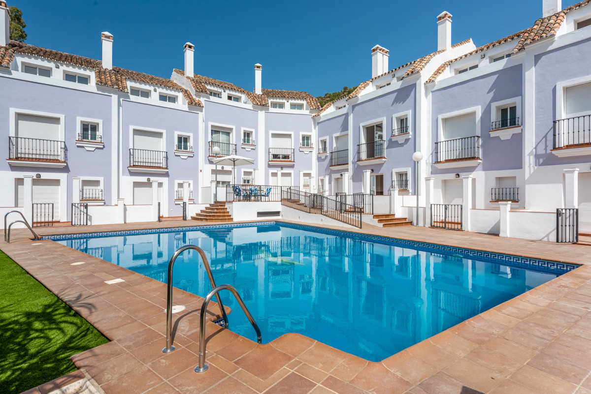 A complex of only 10 townhouses within walking distance of the centre of Benahavis village.  This de, Spain
