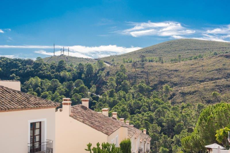 PROPERTY FOR SALE IN EL CASAR  El Casar is situated at the entrance of the white village of Benahavi, Spain
