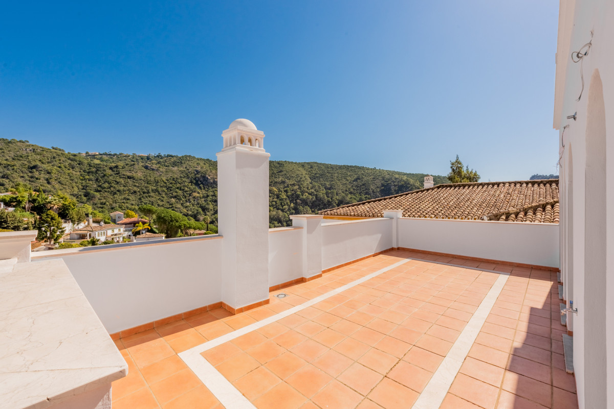 Brand new middle floor apartment a few meters away from the centre of Benahavis village.  Consisting, Spain