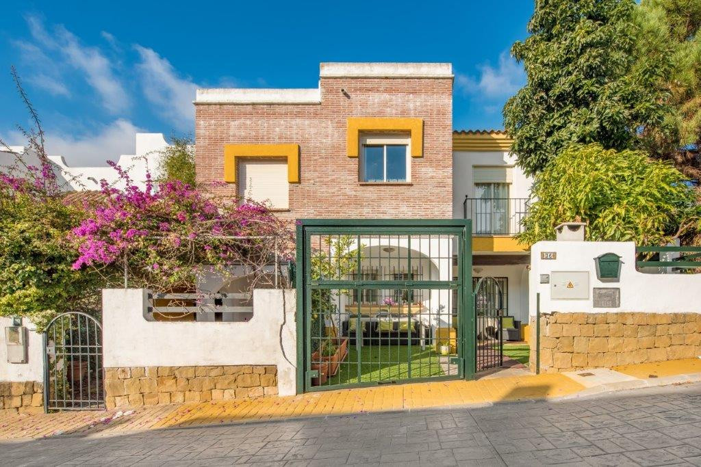 Stunning three bedroom townhouse for sale just 300 meter from Benahavis village centre,situated in a,Spain