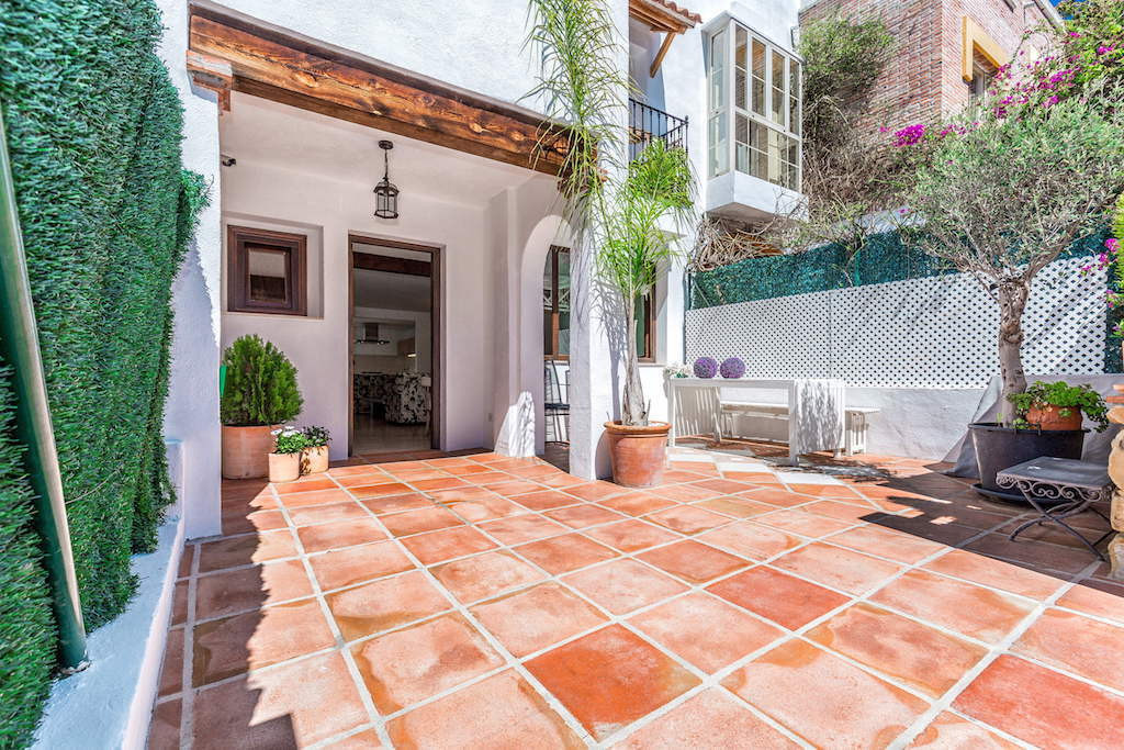 Stunning three bedroom recently reformed townhouse for sale just 300 meter from Benahavis village ce,Spain