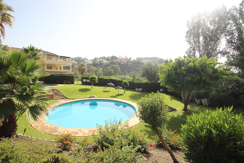 Beautiful three bedroom apartment for sale in La Quinta Golf.  This is a very luminous apartment wit,Spain