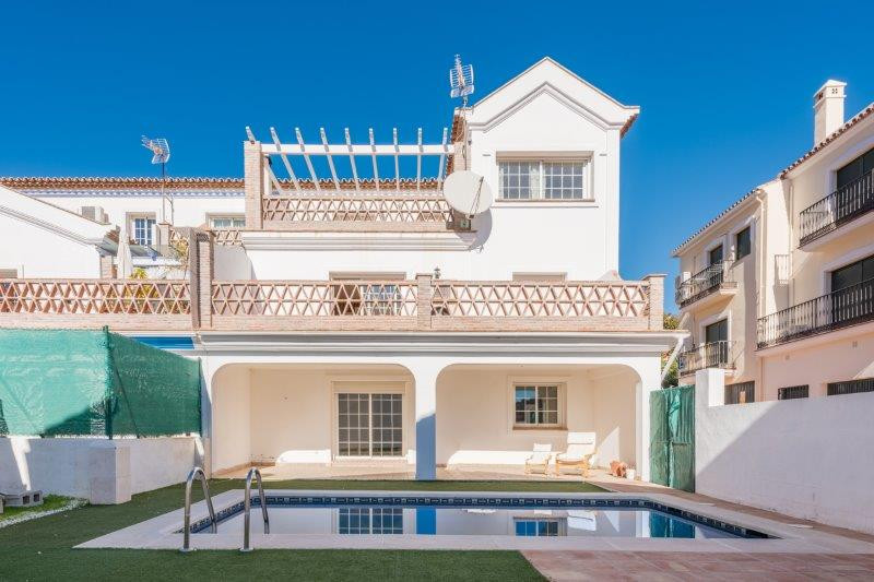 TOWNHOUSE WITH PRIVATE POOL FOR SALE IN BENAHAVIS VILLAGE.  Very spacious townhouse of recent constr, Spain