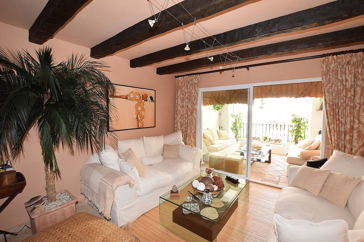 Nice apartment in a beautiful urbanization close to all services, with landscaped gardens and very w, Spain