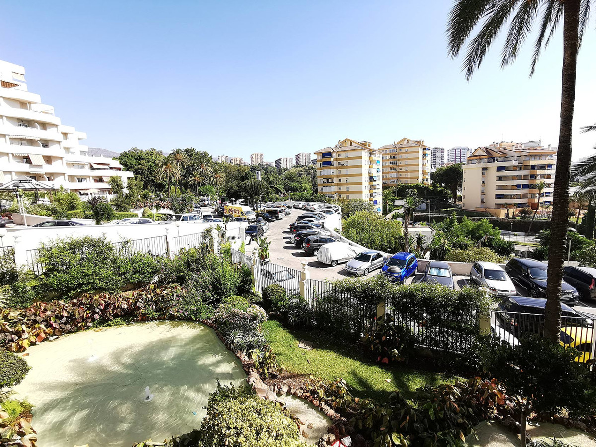 Nice apartment located in a fabulous beachfront complex in Benalmadena Costa. The complex is equippe,Spain