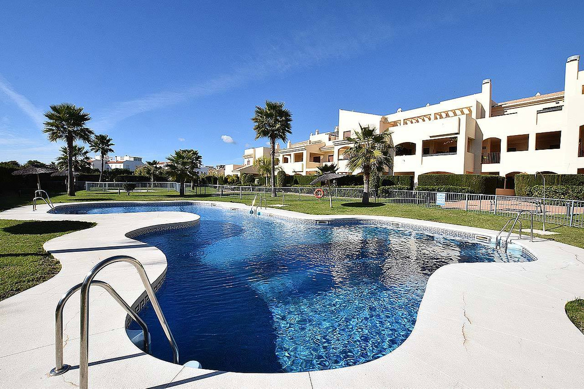¡Bargain! South-facing large apartment with sea views. 200m distance to a quiet beach and Dona Julia, Spain