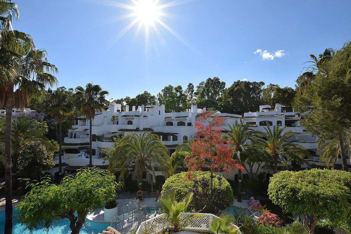 Nice southwest facing 160 m2 apartment located in one of the nicest beachside urbanizations in Marbe,Spain