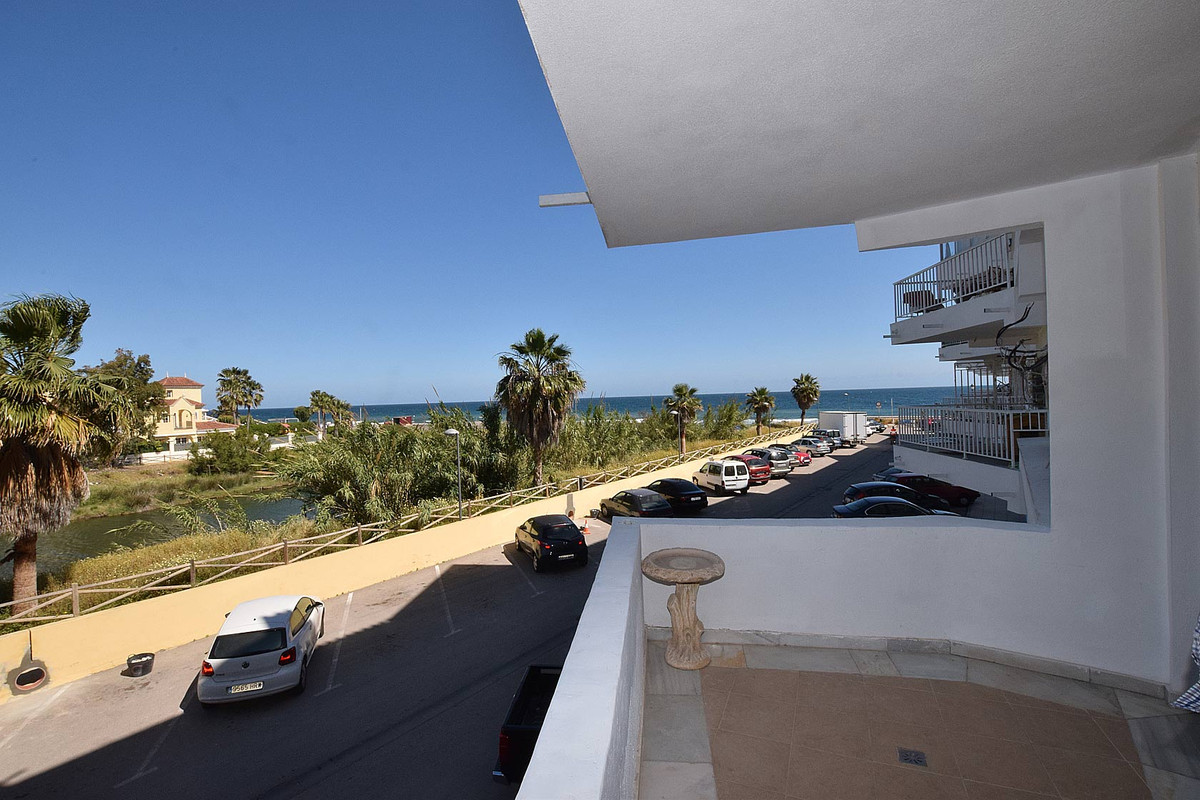 Two bedroom apartment located in a building on the beachfront, next to the promenade of San Pedro Al,Spain
