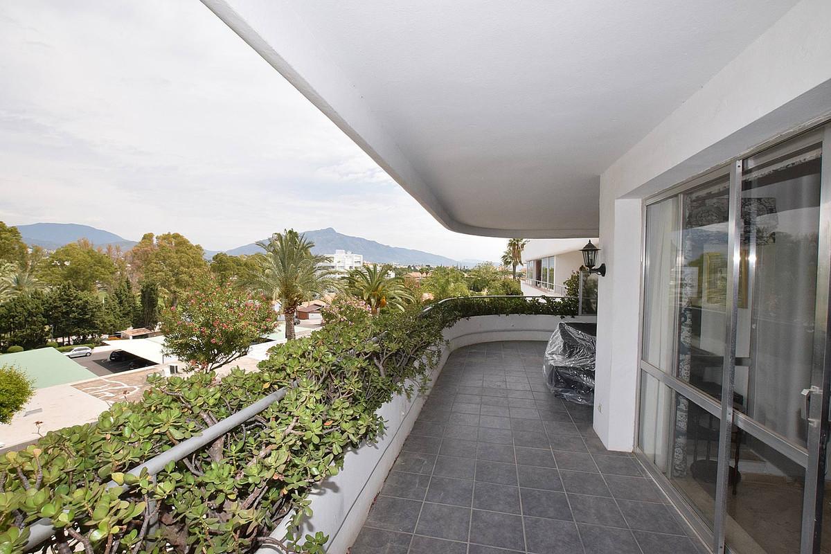 Apartamento 2 Dormitorios en Venta Guadalmina Alta