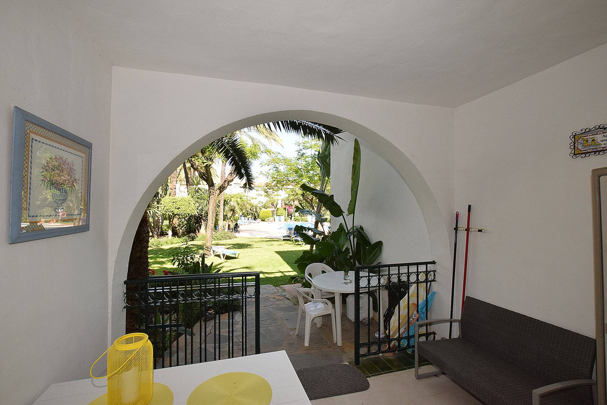 In a magnificently located urbanization on the beachfront we find this beautiful ground floor apartm,Spain