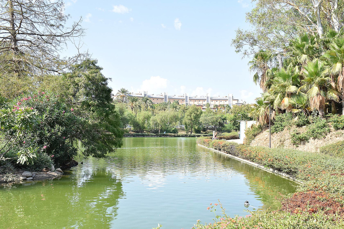 Beautiful apartment located in one of the most prestigious urbanizations of Benalmadena Costa. This ,Spain