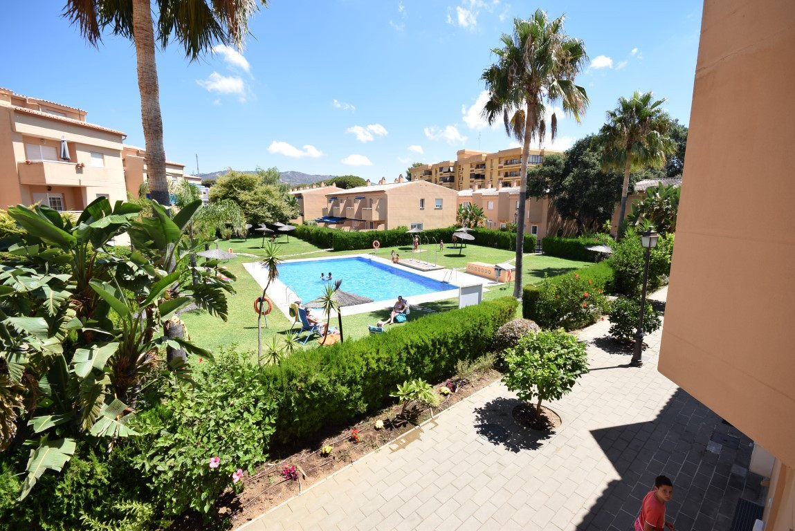 Wonderful townhouse in a complex 300 meters (two minutes walk) Alvarito Beach in Las Chapas, one of ,Spain